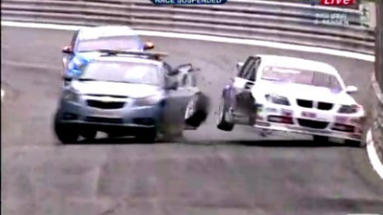 BIZARNÉ: SAFETY CAR CRASH WTCC PAU
