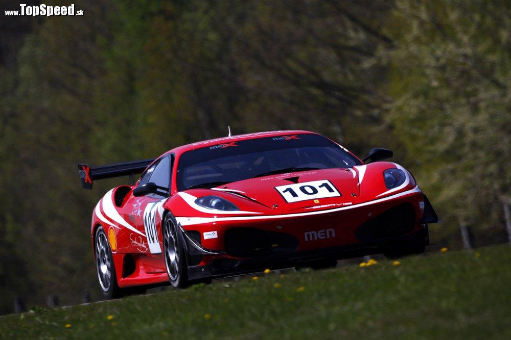 Najrýchlejšia slovenka je Miška Pešková. Jazdí na božskom Ferrari F430 GT3 v tíme Men X.