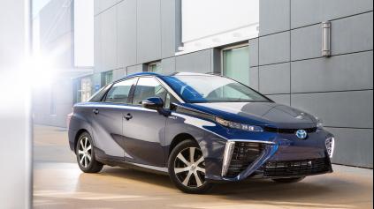 Toyota má sériovú verziu auta na vodík. Prejde do 500 km
