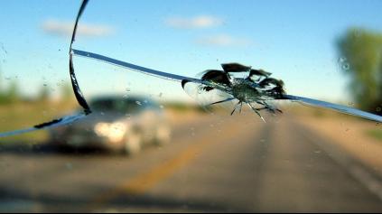 Poisťovne musia z PZP preplatiť rozbité čelné sklo. Bez odvrávania!
