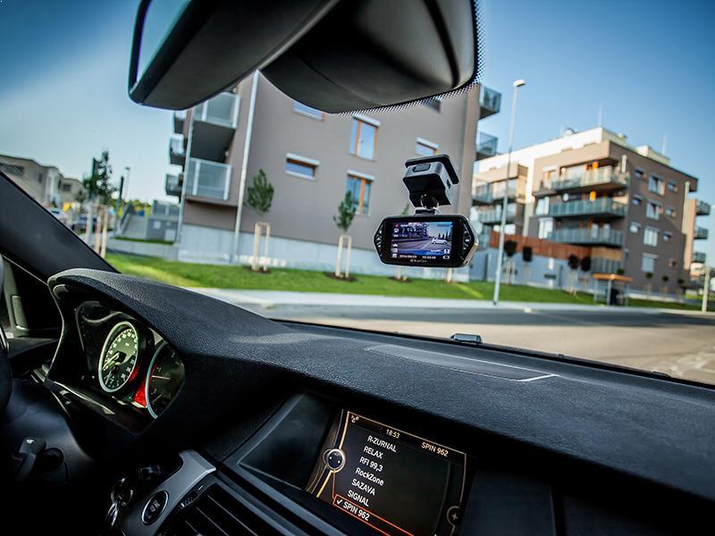 AutoKelly Kamera v aute