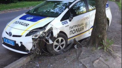 DAROVANÉ HYBRIDNÉ TOYOTY NA UKRAJINE V SLUŽBÁCH POLÍCIE KAPÚ...