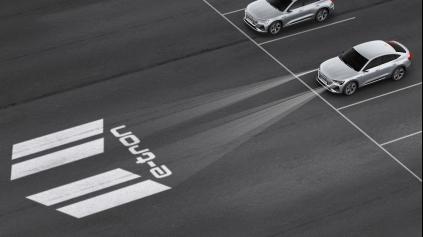 Audi e-Tron Sportback láka svetlami premietajúcimi nápisy
