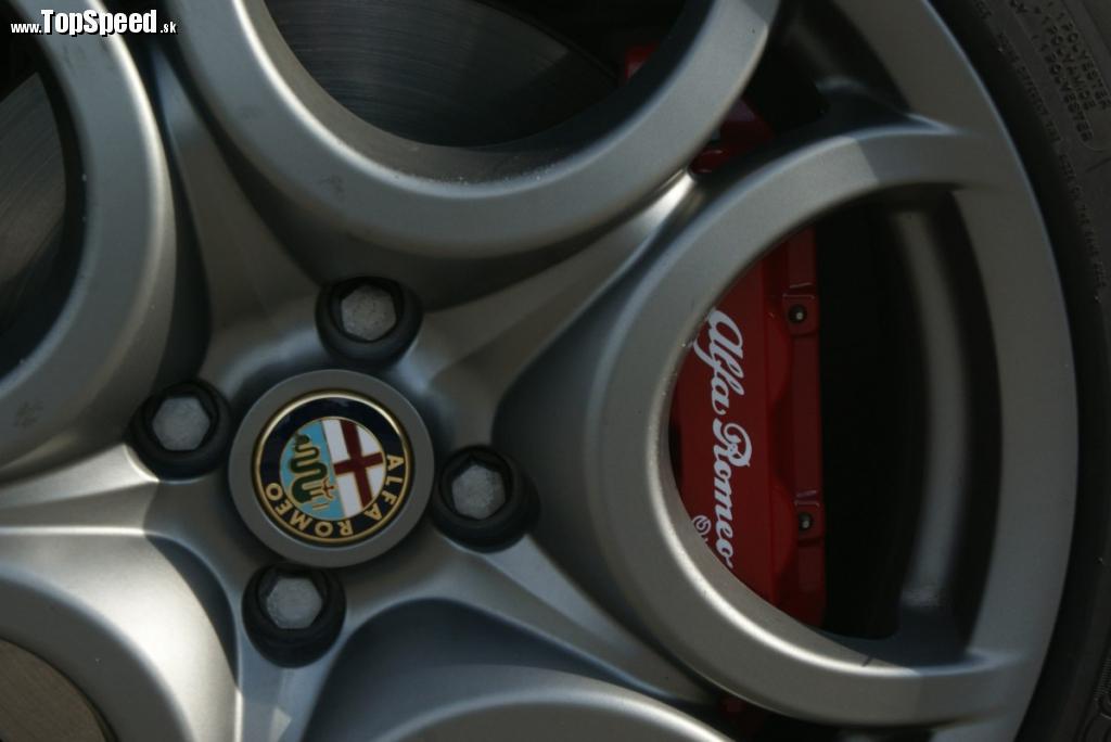 Brzdy od dodávateľa Brembo sú možno až ostrejšie než by bolo vhodné