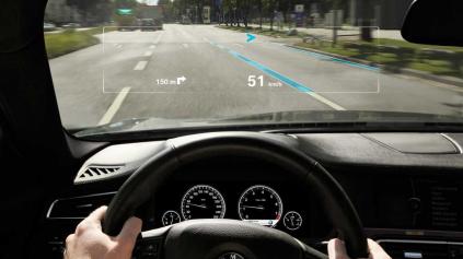 NOVÉ BMW 5 G30 DOKÁŽE DOKRESLIŤ CHÝBAJÚCE PRUHY NA CESTU