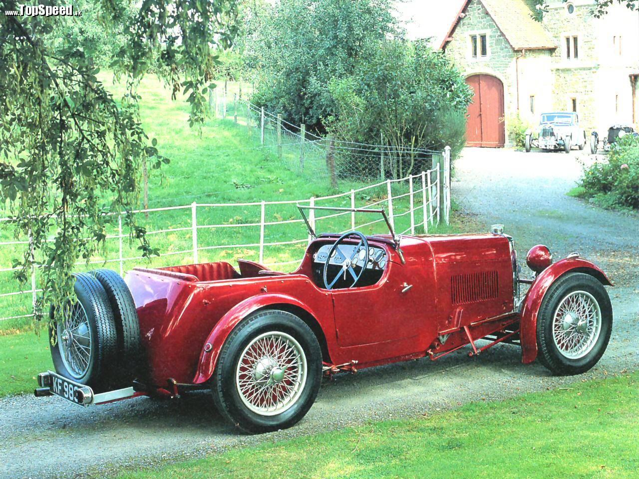 Aston Martin vznikol viac menej ako projekt nadšenca, ktorý akoby zázrakov vyrástol na svetového výrobcu automobilov.