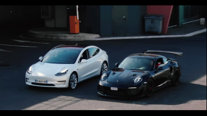 ŠPRINT TESLA MODEL 3 A 911 GT2 RS, MÁ ELEKTRIKA ŠANCU?