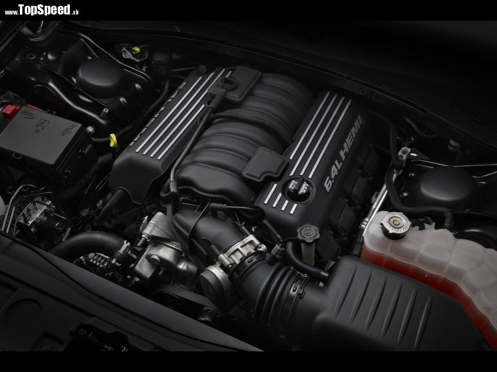 Toto je najdôležitejší pohľad. Atmosférický V8 s objemom 6,4 litra s výkonom 470 k a 637 Nm.