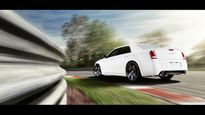 MODERNIZOVANÝ CHRYSLER 300C SRT8 JE PRAVÝ MUSCLE CAR