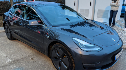 Prvá jazda Tesla Model 3