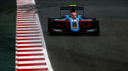 Richard Gonda v GP3 zbiera skúsenosti, ale rýchlosť ukázal