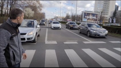 Počas reportáže o nehodovosti sa stala dopravná nehoda