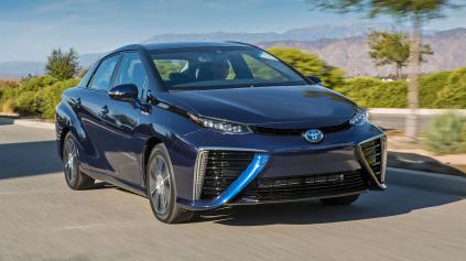 Vodíková Toyota Mirai má v USA palivo zdarma
