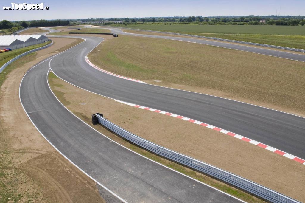 Nová testovacia trať automobilky Lotus pri meste Hethel