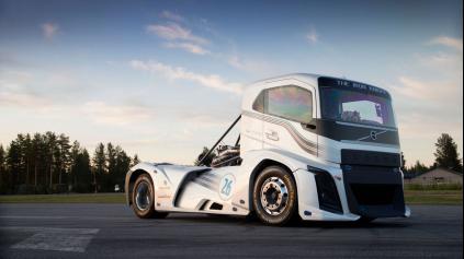 Najrýchlejší ťahač sveta má 2 400 k a 100 km/h zvládne za 4,6 s!