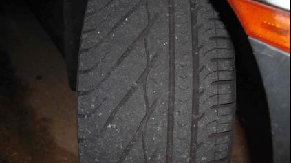 Ako správne merať hĺbku dezénu pneumatiky? Mal byť mať aspoň 4 mm