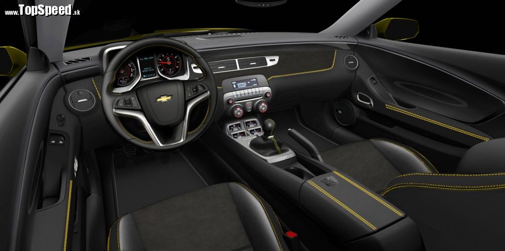 Interiér chrumkavého Chevrolet Camaro Transformers Special Edition