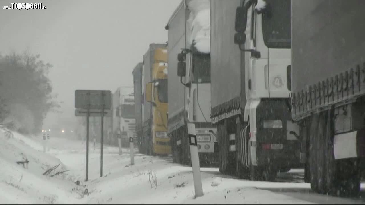 Podľa správy ciest môže za súčasný stav ciest počasie a vysoký počet ťažkých kamiónov.