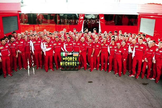 Tovaren Ferrari podporuje Michaela Schumachera