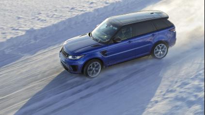 Postavili ľadovú kópiu Silverstone a poslali naň Range Rover Sport SVR
