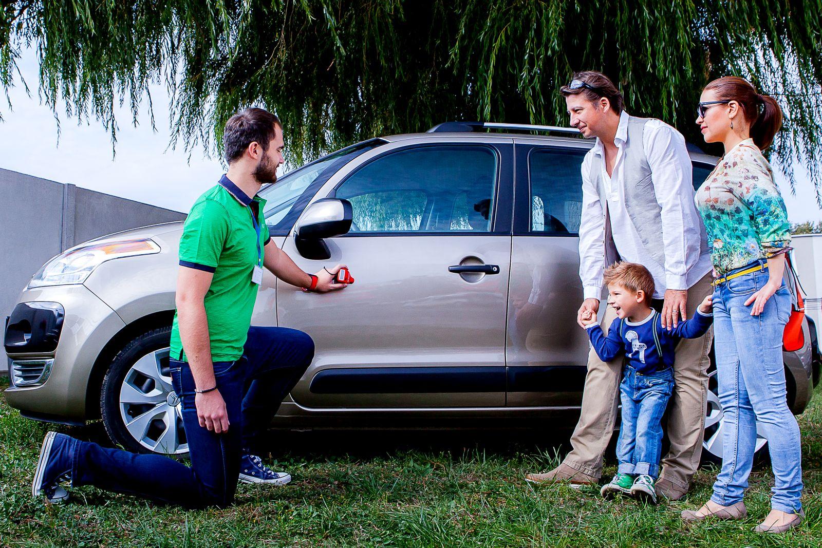 Riešenim zložitosti a rizík kúpy jazdeného auta je sluzba Autoporadca