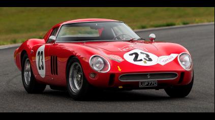 Najdrahšie auto aukcie v Pebble Beach, nový rekord má Ferrari