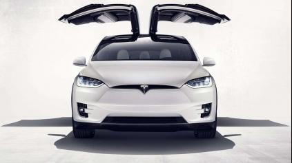 Elon Musk predstavil Model X, najbezpečnejšie SUV s dojazdom cez 400km