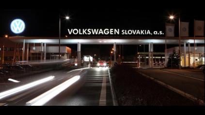 Zamestnanosť vo VW Slovakia má dve strany mince.
